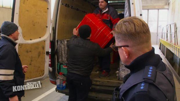 Achtung Kontrolle - Achtung Kontrolle! - Thema U.a.: Zöllner Inspizieren Ukrainischen Transporter