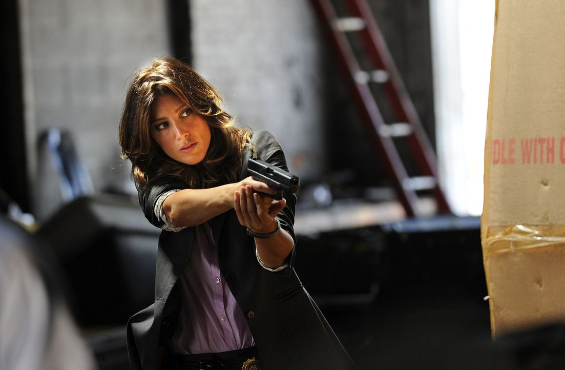 Stets auf der Hut: Jackie (Jennifer Esposito) - Bildquelle: 2011 CBS Broadcasting Inc. All Rights Reserved