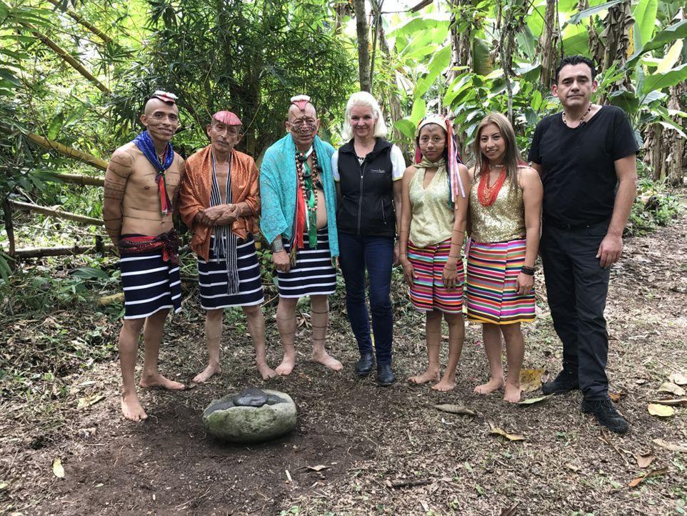 Carmen (M.) stattet dem Volk der Tsáchilas in Ecuador einen Besuch ab ... - Bildquelle: kabel eins