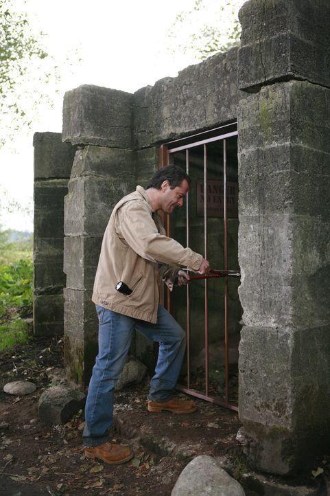Lloyd Walker (Gil Bellows) kann es fühlen. Irgendetwas ist nicht in Ordnung mit seiner Welt, denn etwas Grauenvolles kommt tief aus der Erde ... - Bildquelle: Hallmark Entertainment