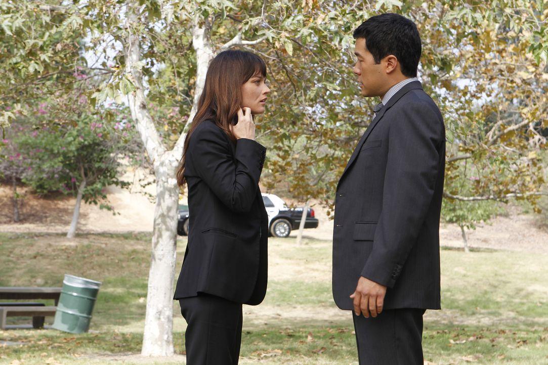 Ermitteln in einem neuen Fall: Teresa (Robin Tunney, l.) und Kimball (Tim Kang, r.) ... - Bildquelle: Warner Bros. Television