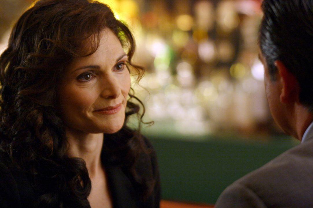 Anne (Mary Elizabeth Mastrantonio, l.) ist eine alte Freundin von Jack (Anthony LaPaglia, r.). Sie bittet ihn um Hilfe, als ihr Mann spurlos verschw... - Bildquelle: Warner Bros. Entertainment Inc.