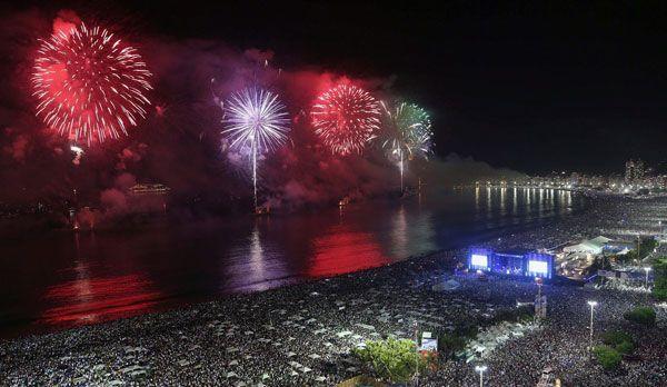 Feuerwerk in Rio de Janeiro - Bildquelle: dpa