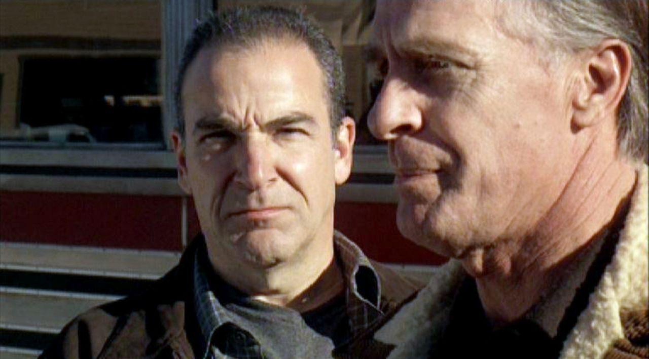 Bei seinem Rachefeldzug gegen das BAU-Team hat der Serienmörder Frank (Keith Carradine, r.) Special Agent Gideon (Mandy Patinkin, l.) ins Visier ge... - Bildquelle: Touchstone Television
