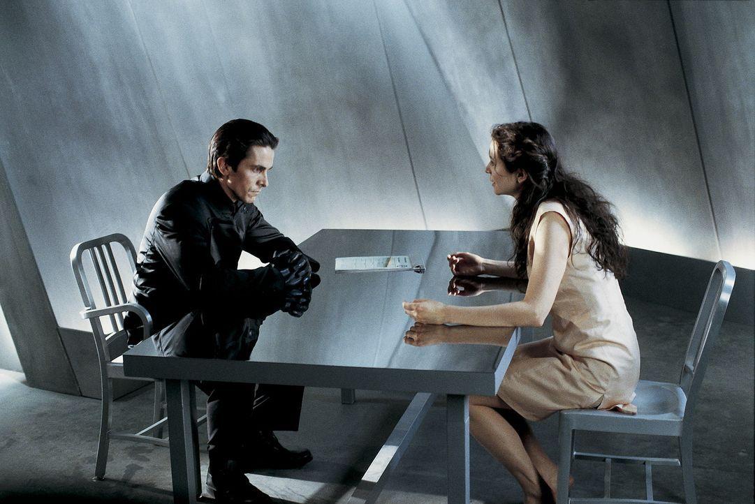 Als sich John (Christian Bale, l.) in die junge Terroristin Mary (Emily Watson, r.), verliebt, setzt er seine Drogen ab und beginnt einen selbstmör... - Bildquelle: Dimension Films