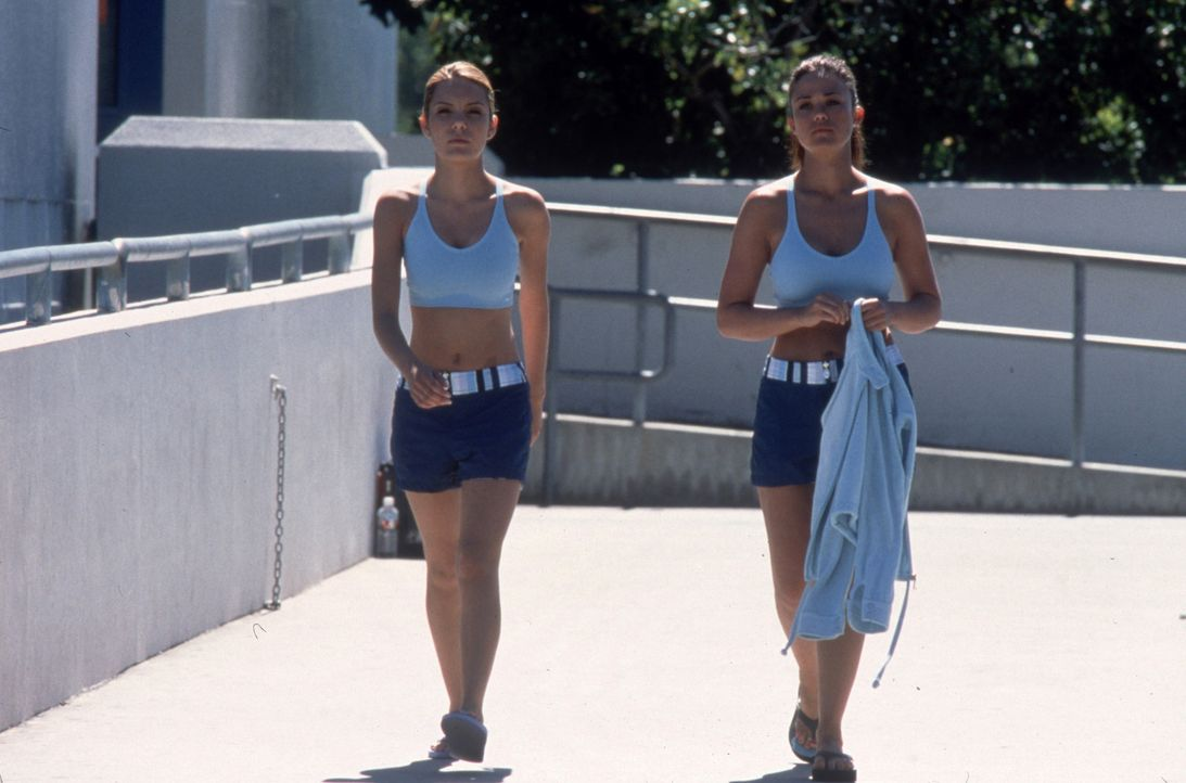 Seit Jahren sind die beiden Studentinnen Shannon (Katie Stuart, l.) und Brittney (Susan Ward, r.) befreundet. Als Brittneys Stiefvater tödlich veru... - Bildquelle: Columbia Pictures