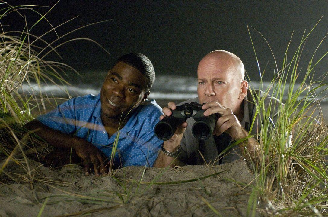 Um eine Baseballsammelkarte wiederzubekommen legen sich Paul (Tracy Morgan, l.) und Jimmy (Bruce Willis, r.) auf die Lauer, doch schließlich gerät i... - Bildquelle: 2010 Warner Bros.