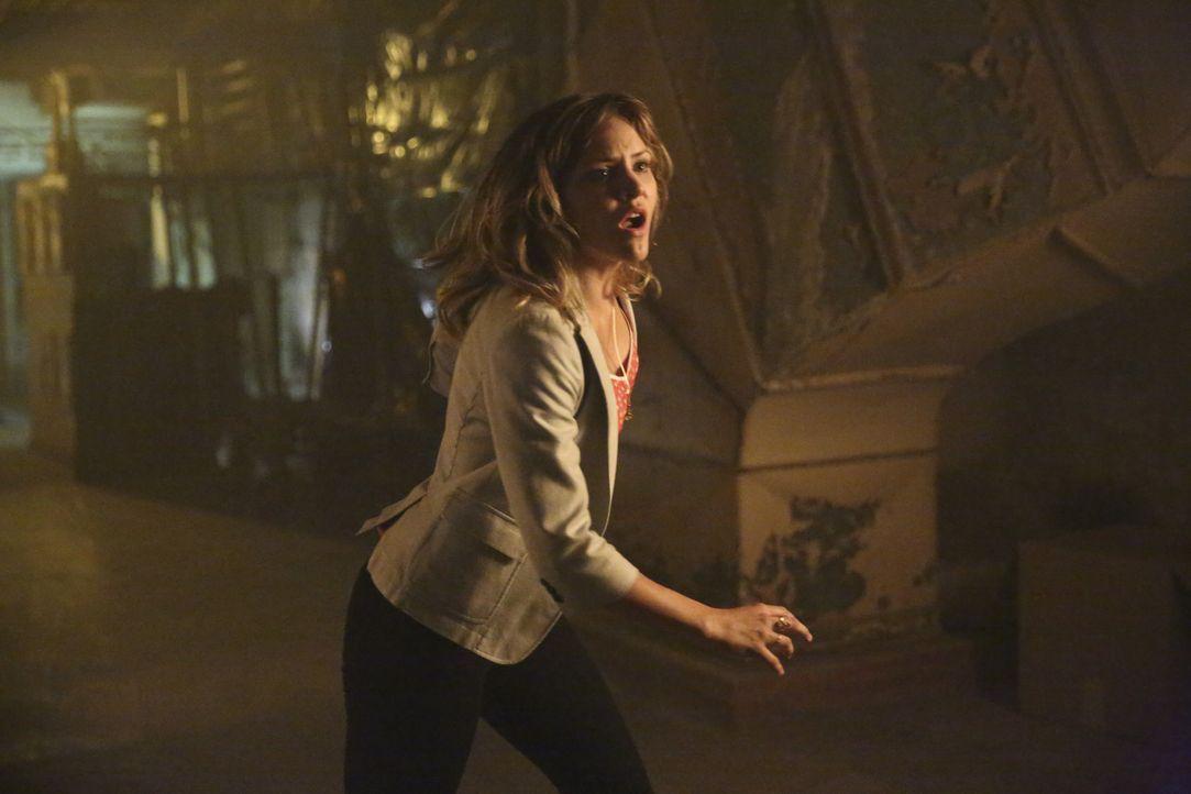 Als Paige (Katharine McPhee) erfährt, wer der seltsame Unbekannte ist, ahnt sie nicht, wie gut er wirklich ist  ... - Bildquelle: Adam Taylor 2014 CBS Broadcasting, Inc. All Rights Reserved / Adam Taylor