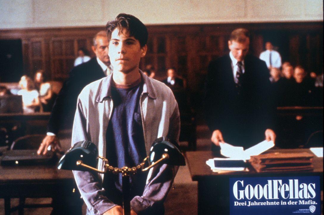 In jungen Jahren: Henry Hill (Christopher Serrone, vorne) soll vor Gericht als Kronzeuge aussagen ... - Bildquelle: Warner Bros.