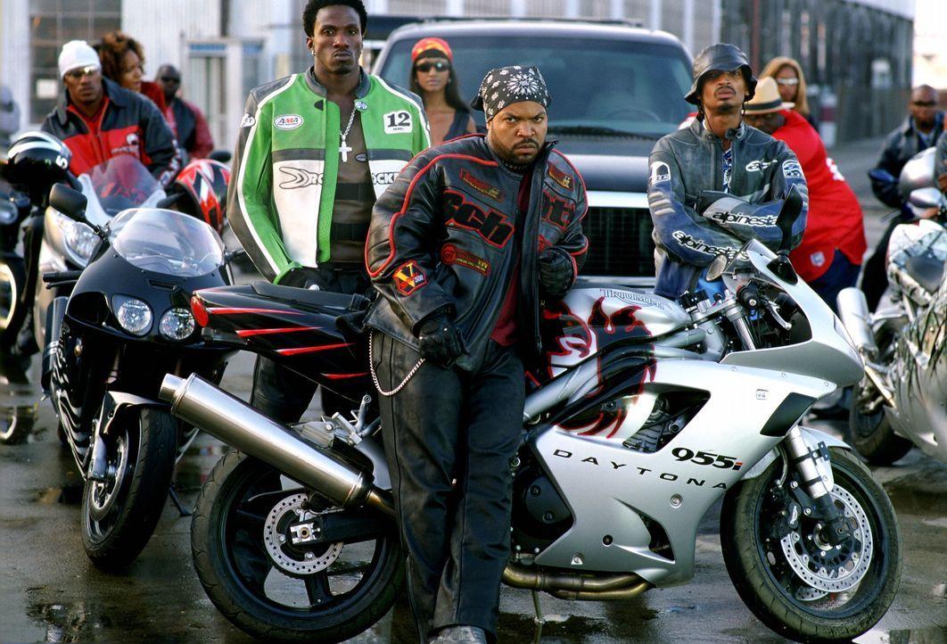 Nomo (Gichi Gamba, l.), Rasan (Eddie Steeples, r.) und Trey (Ice Cube, M.) wollen sich für den Mord an ihrem Gang-Mitglied Junior rächen! Im Momen... - Bildquelle: Warner Bros. Pictures