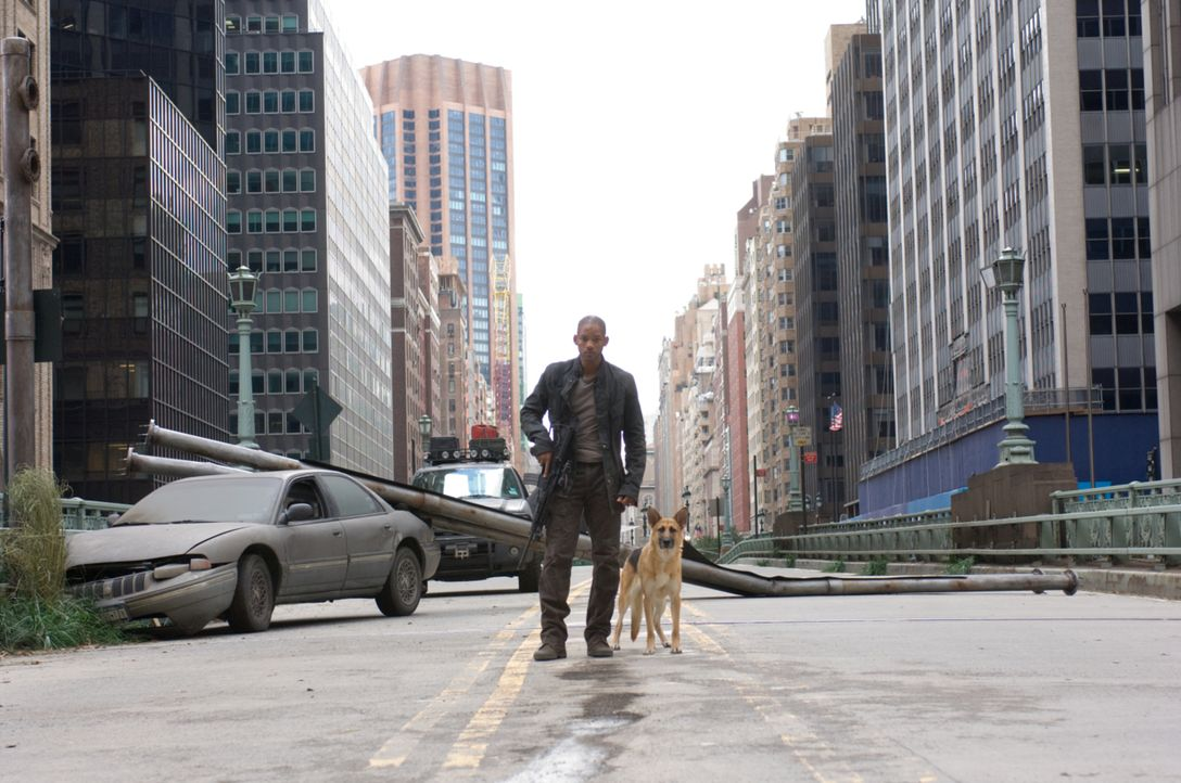 Robert Neville (Will Smith) scheint im Jahr 2012 der Letzte seiner Art zu sein ... - Bildquelle: Warner Brothers International