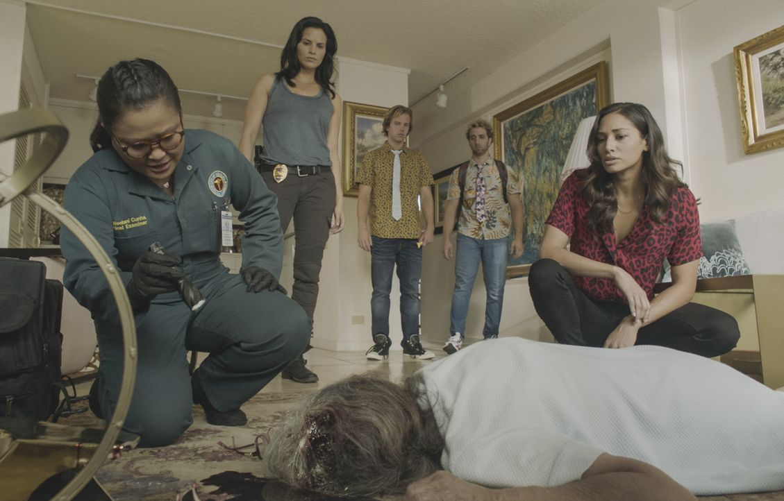 (v.l.n.r.) Dr. Noelani Cunha (Kimee Balmilero); Quinn Liu (Katrina Law); Scooter (Tom Allen); Skeez (John Parr); Tani Rey (Meaghan Rath); - Bildquelle: 2019 CBS Broadcasting, Inc. All Rights Reserved.
