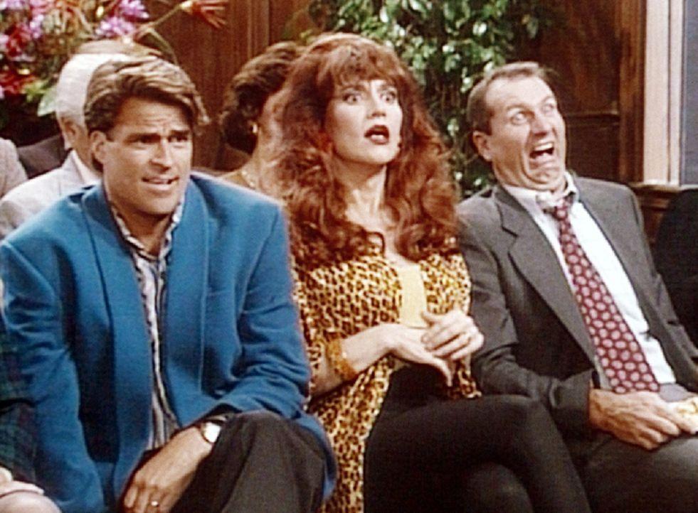 Al (Ed O'Neill, r.), Peggy (Katey Sagal, M.) und Jefferson (Ted McGinley, l.) glauben ihren Augen nicht zu trauen: Eine solch leidenschaftliche Rede... - Bildquelle: Columbia Pictures
