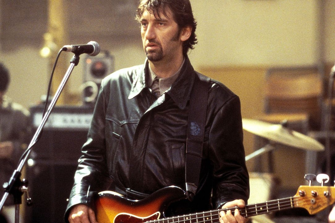 Bassist Les Wickes (Jimmy Nail) bereut bereits, dass er wieder mit seiner alten Band zusammen spielt ... - Bildquelle: Columbia Pictures