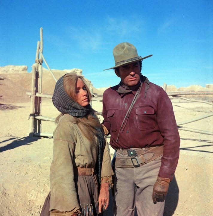 Die junge Sarah (Eva Marie Saint, l.) sucht Schutz beim Army-Scout Sam Varner (Gregory Peck, r.) ...