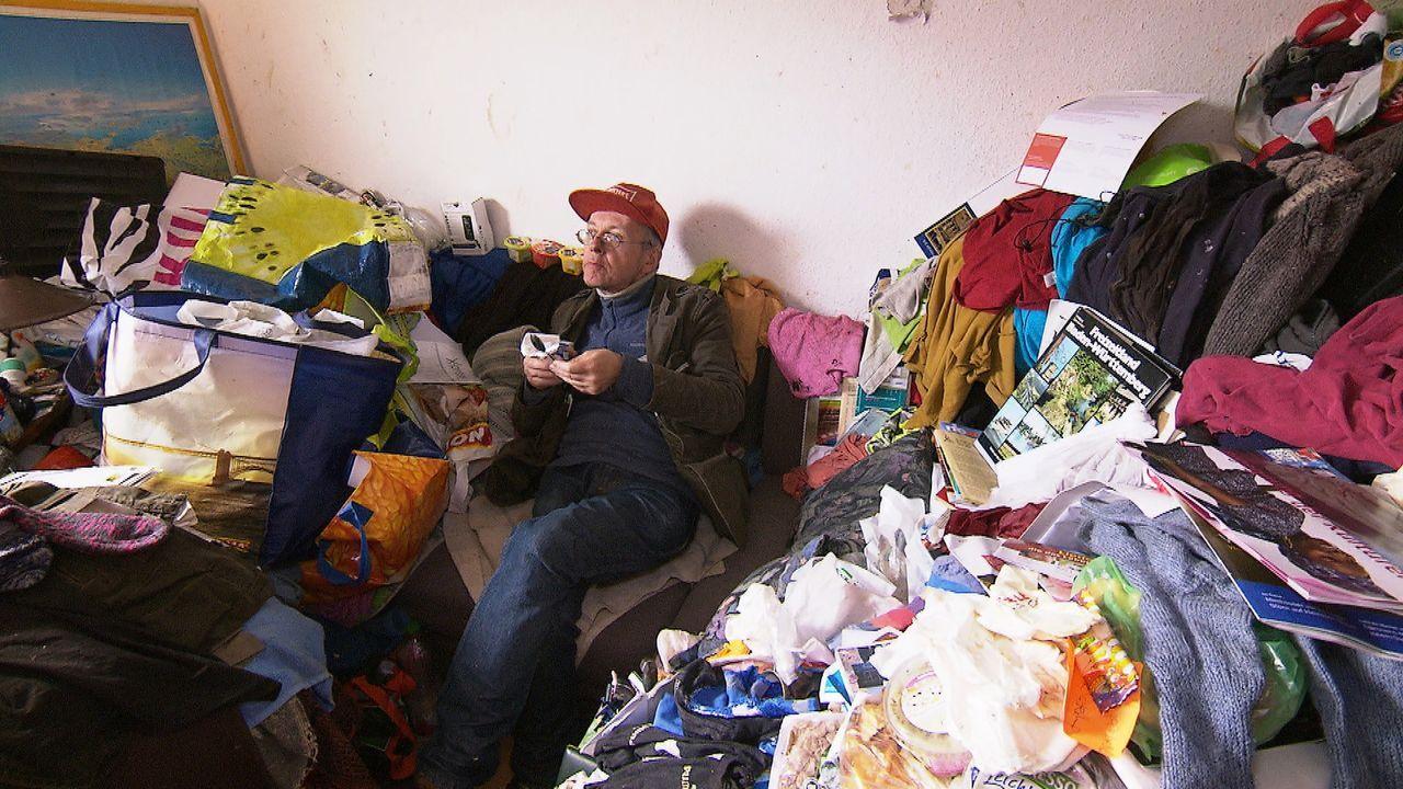 Der 61-Jährige Helmut lebt unter katastrophalen und unhygienischen Bedingungen in einer kleinen Wohnung. - Bildquelle: kabel eins