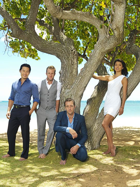 (2. Staffel) - Hawaii Five-0: Steve McGarrett (Alex O'Loughlin, 2.v.r.), Danny Williams (Scott Caan, 2.v.l.), Chin Ho Kelly (Daniel Dae Kim, l.) und... - Bildquelle: TM &   CBS Studios Inc. All Rights Reserved.