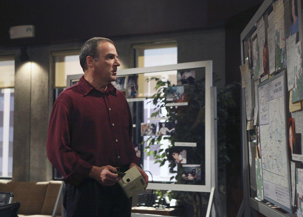 Nach und nach kommen Gideon (Mandy Patinkin) und sein Team auf eine heiße Spur ... - Bildquelle: Touchstone Television