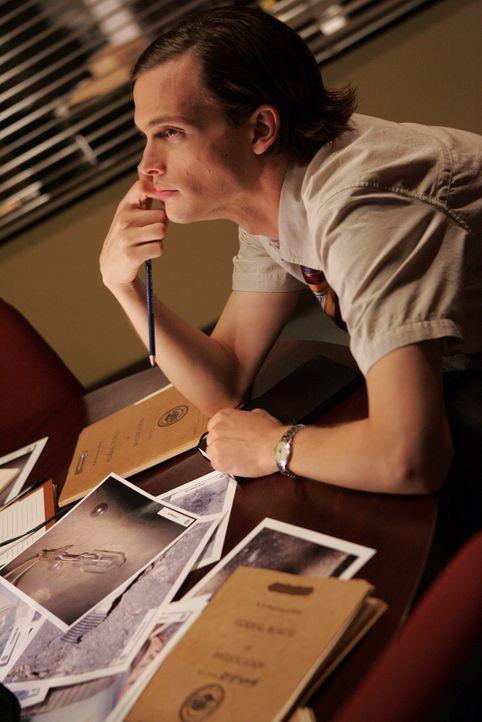 Dr. Spencer Reid (Matthew Gray Gubler) versucht einen Bombenattentäter dingfest zu machen ... - Bildquelle: Touchstone Television