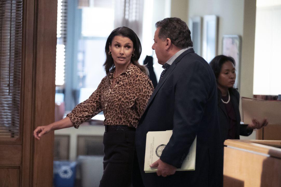 Erin Reagan (Bridget Moynahan, l.); Anthony Abetamarco (Steve Schirripa, r.) - Bildquelle: Patrick Harbron 2019 CBS Broadcasting Inc. All Rights Reserved. / Patrick Harbron