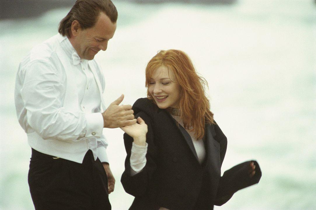 Auf der Flucht vor Justiz und Polizei verliert Joe (Bruce Willis, l.) sein Herz an die gekidnappte Kate (Cate Blanchett, r.). Aber auch sein Kumpel... - Bildquelle: Metro-Goldwyn-Mayer