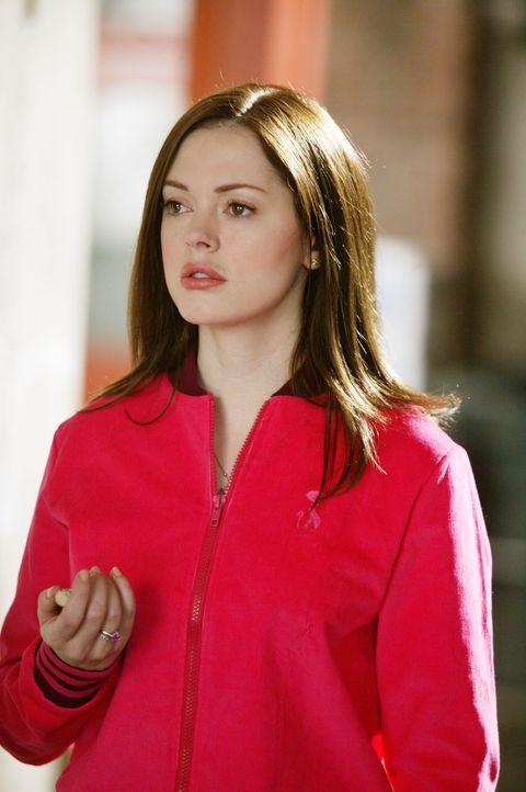 Paige (Rose McGowan) stellt erstaunt fest, dass ihr selbsterschaffener Traummann nicht nur ihre geheimsten Wünsche und Sehnsüchte kennt, sondern sog... - Bildquelle: Paramount Pictures.