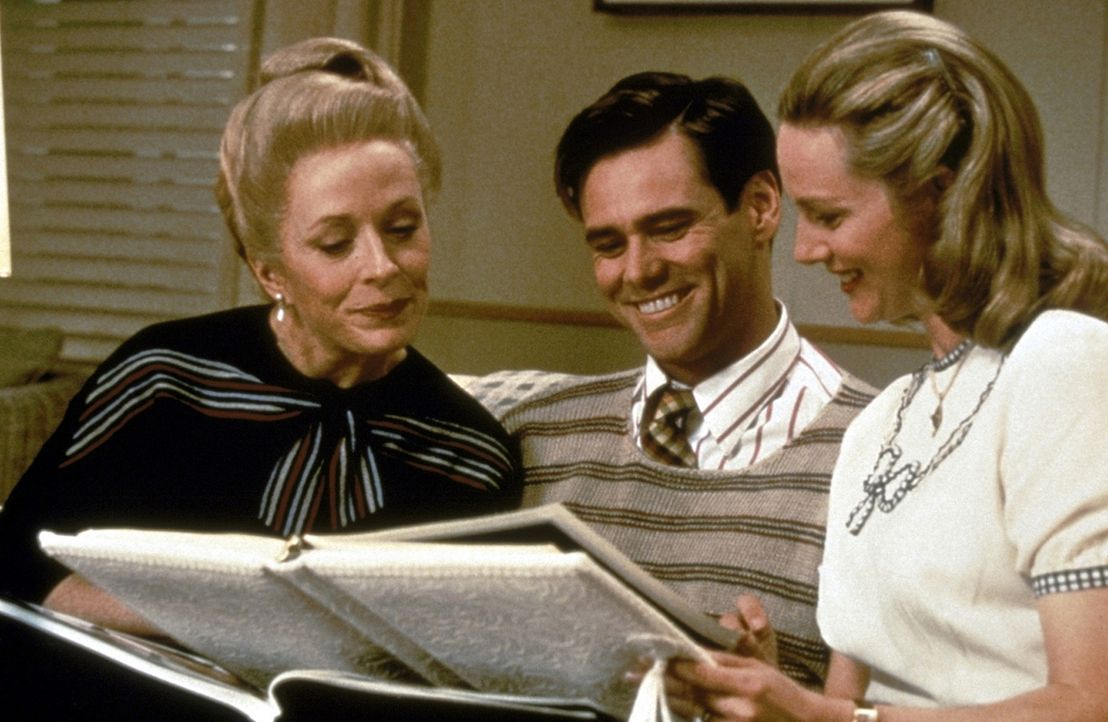 Selbst Trumans (Jim Carrey, M.) Mutter Angela (Holland Taylor, l.) und seine Frau Meryl (Laura Linney, r.) sind nur Schauspieler. Um die erfolgreich... - Bildquelle: Paramount Pictures