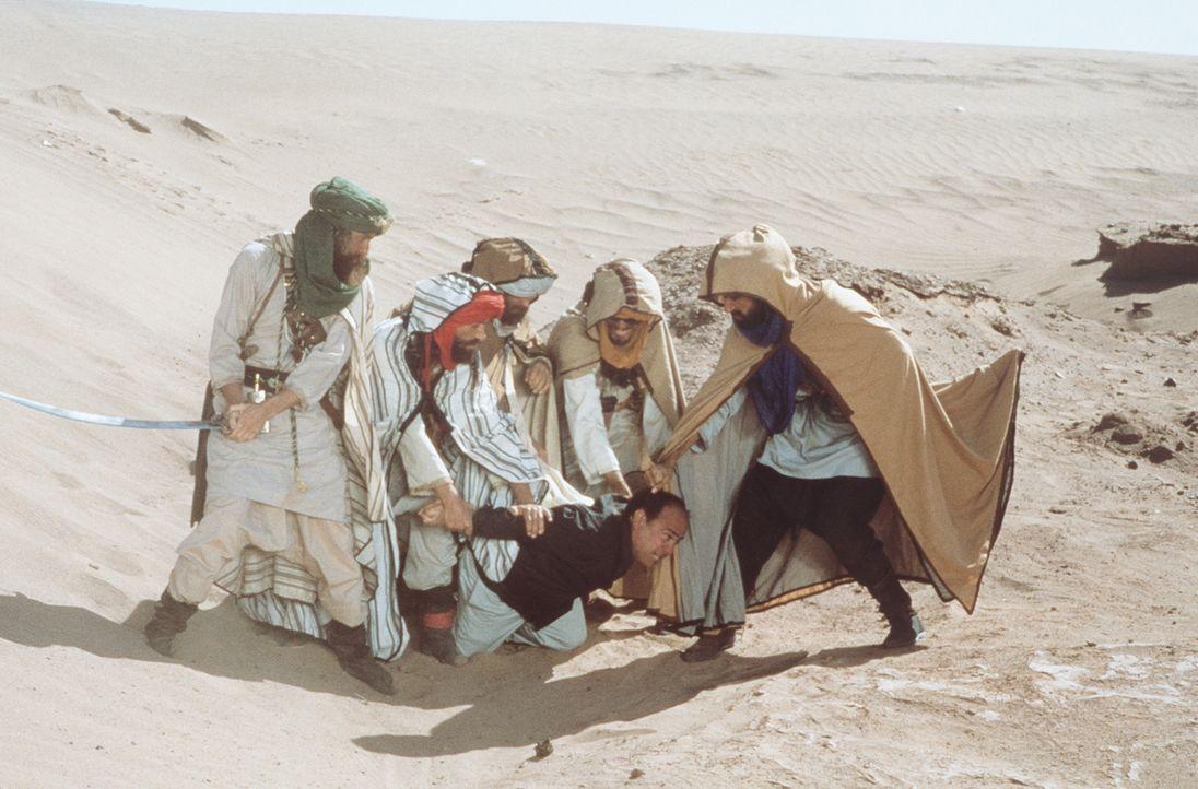 Ralph (Danny DeVito, M.) fällt ungnädigen Arabern in die Hände ... - Bildquelle: 20th Century Fox Film Corporation