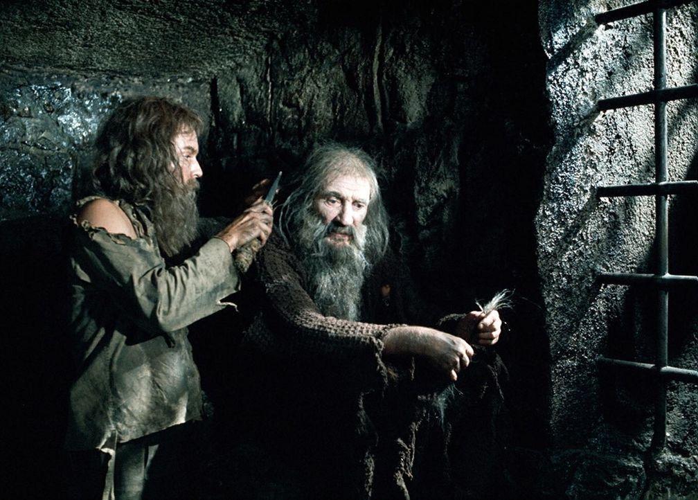 Zwischen Dantes (Richard Chamberlain, l.) und Abbé Faria (Trevor Howard, r.) entsteht eine innige Freundschaft. Der alte Geistliche, der von große... - Bildquelle: National Broadcasting Company (NBC)