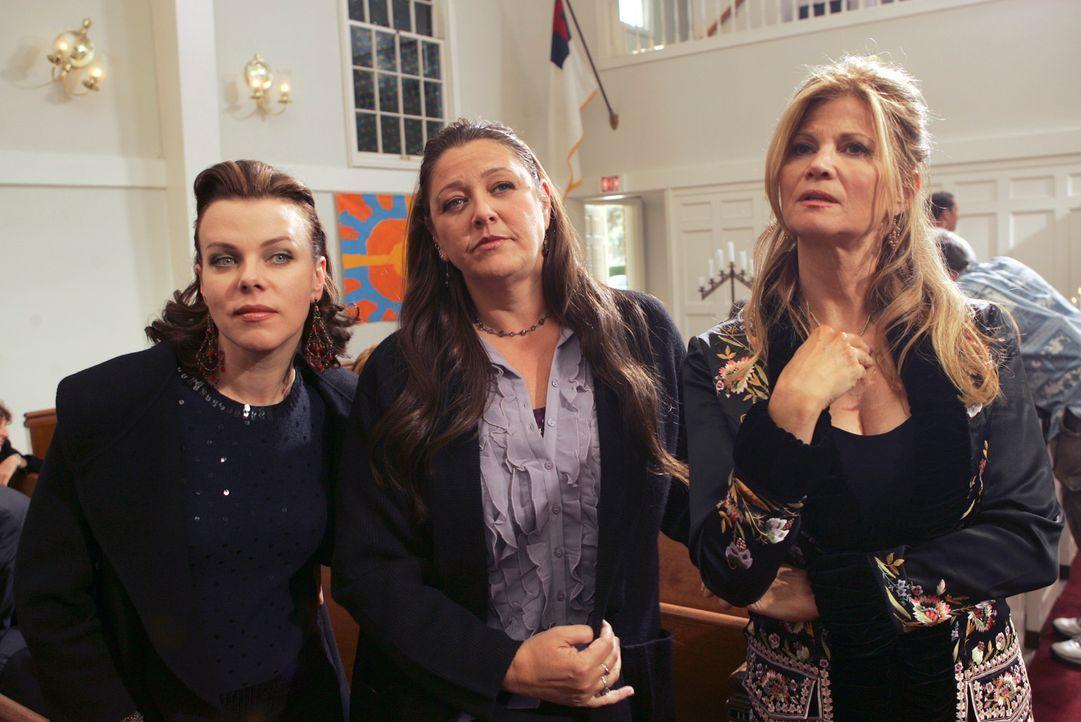 Josie (Debi Mazar, l.), Delia (Camryn Manheim, M.) und Diana (Markie Post, r.) auf einer Trauerfeier ... - Bildquelle: ABC Studios