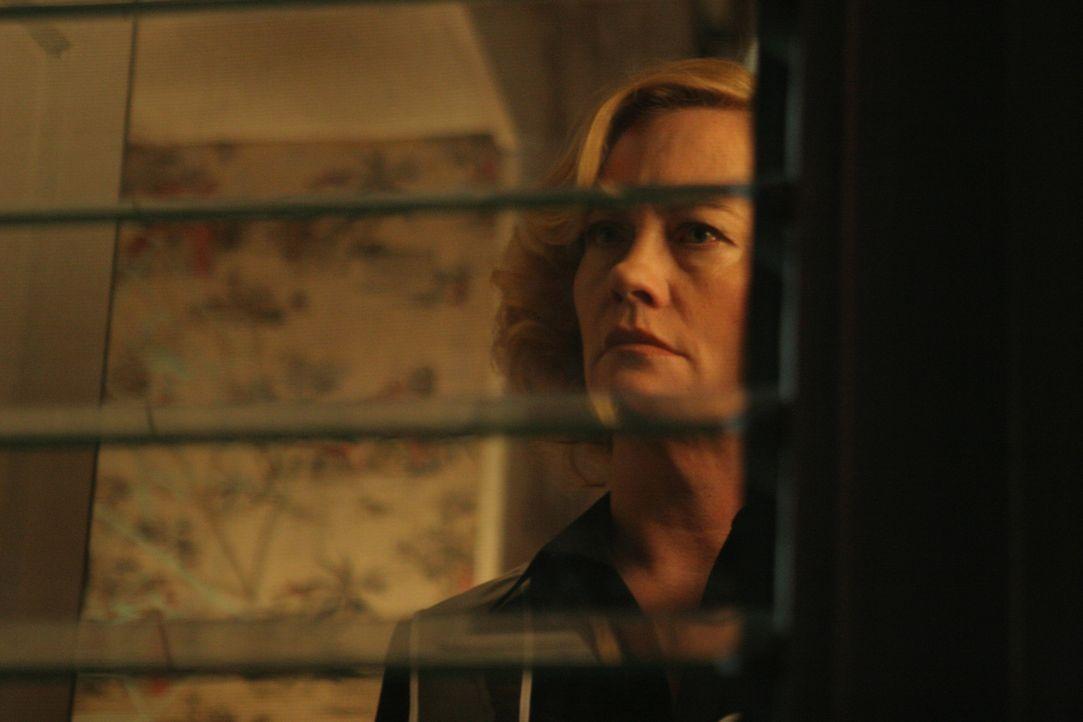Nach außen ist Cass (Cybill Shepherd) die typische, biedere Hausfrau einer Vorstadtsiedlung. In ihrem Inneren jedoch verbirgt sie einen Vulkan an G... - Bildquelle: Sony Pictures Television International. All Rights Reserved.