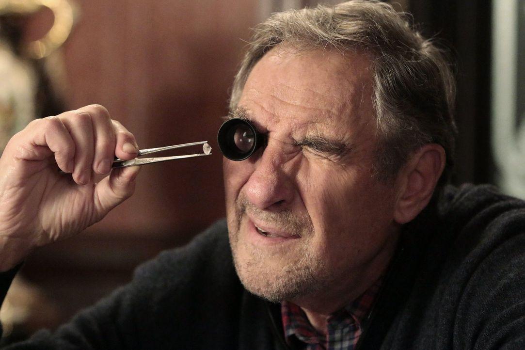 Bildet sich Abe (Judd Hirsch) nur ein, dass ihm etwas aus seinem Juwelierladen geklaut wurde? - Bildquelle: Warner Brothers