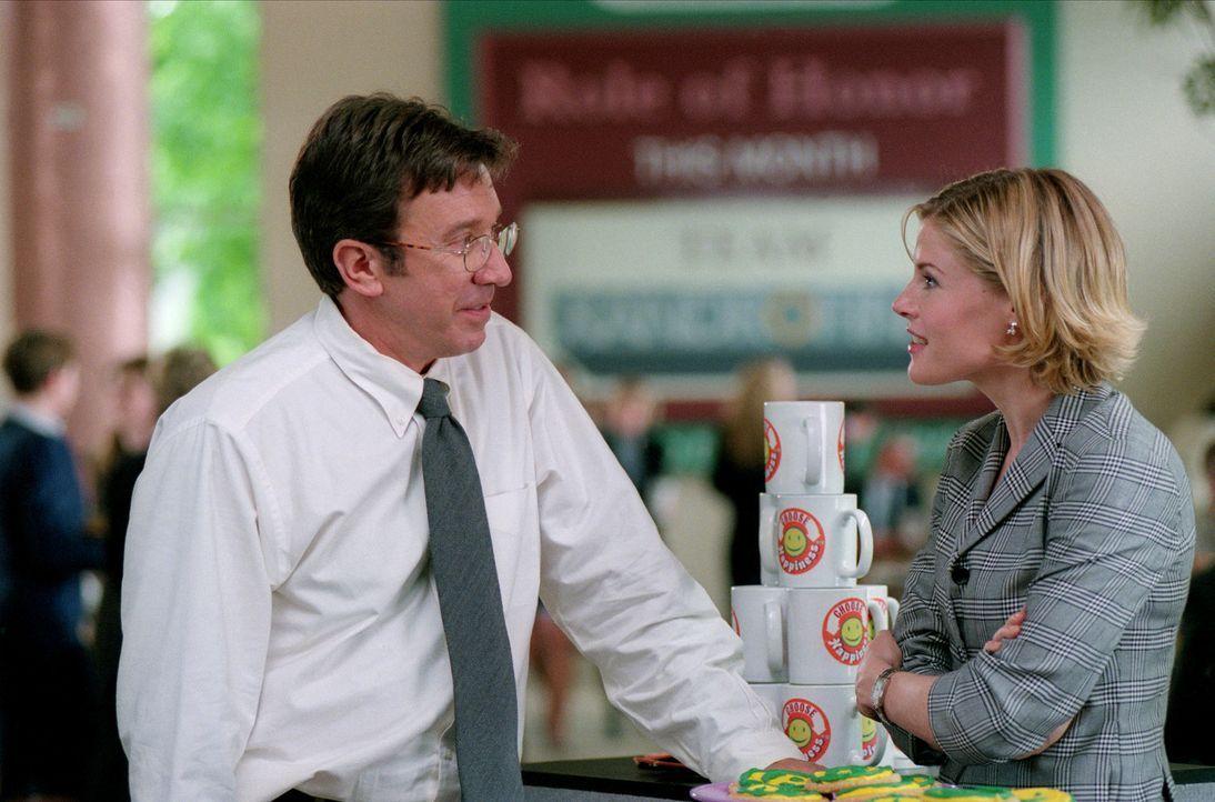 Die sich anbahnende Romanze mit Meg Harper (Julie Bowen, r.) wird durch Joes (Tim Allen, l.) Rambo-Allüren gestört ... - Bildquelle: 2001 Twentieth Century Fox Film Corporation. All rights reserved.