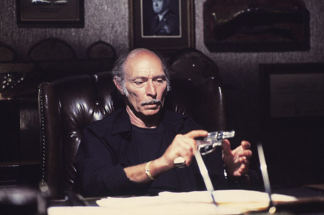Ganz Manhattan ist ein Hochsicherheitsgefängnis. Als der Präsident genau dort mit der Air Force One abstürzt, hat Bob Hauk (Lee Van Cleef), Siche... - Bildquelle: AVCO Embassy Pictures