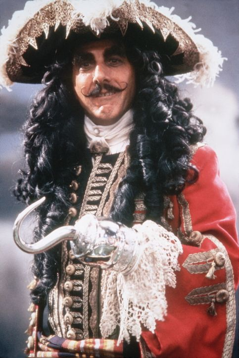 Ohne seinen findigen Gegenspieler Peter Pan, der seinen Allmachtsallüren stets Grenzen setzte, herrscht der finstere Captain Hook (Dustin Hoffman)... - Bildquelle: Copyright   1991 TriStar Pictures, Inc. All Rights Reserved.