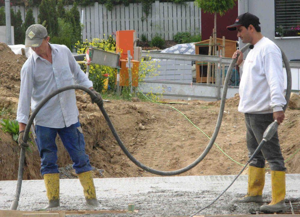 Nichts ahnend landen die Bauarbeiter Georg und Stefan aus dem beschaulichen Karlstadt in Unterfranken auf einer indischen Großbaustelle. Im Austaus... - Bildquelle: kabel eins