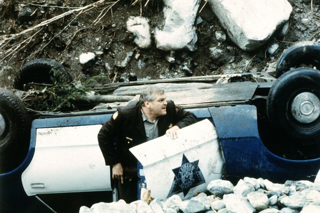 Damit hat Sheriff Teasle (Brian Dennehy) nicht gerechnet: Vietnamveteran Rambo flüchtet in die nahen Wälder und macht dem Sheriff das Leben schwer .... - Bildquelle: 1982 STUDIOCANAL. All Rights Reserved.