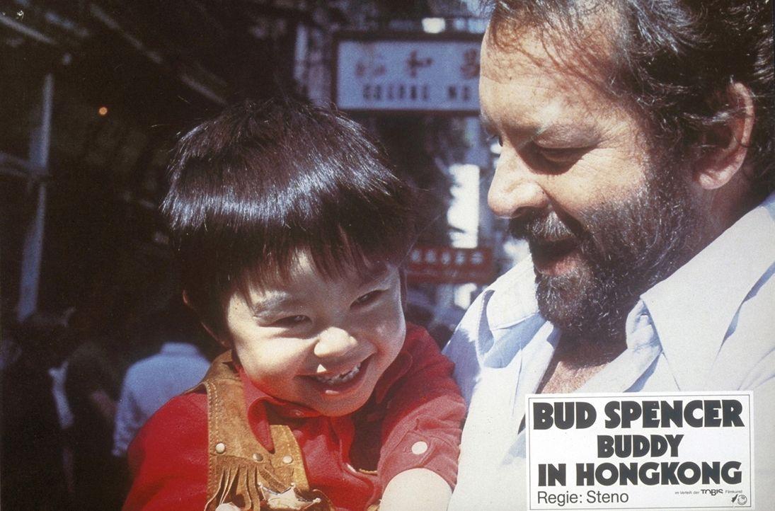 Diesen Mann will jeder als Freund haben: Plattfuß (Bud Spencer, r.) hat ein großes Herz für kleine Kinder ... - Bildquelle: Constantin Film