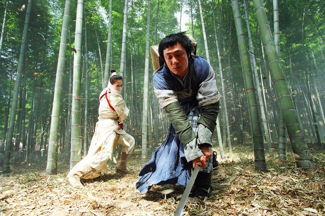 "Wird ""White Dragon"" (Cecilia Cheung, l.) den blinden Killer ""Chicken Feathers"" (Francis Ng, r.) verschonen? - Bildquelle: 2004 China Star Worldwide Distribution B.V. All Rights Reserved."