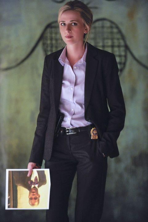 Eigentlich mag Kate (Megan Ketch) die Einmischung in die religiösen Zirkel so gar nicht, doch nur so findet sie mit Danny zusammen den Mörder ... - Bildquelle: Jeffrey Neira 2012 CBS Broadcasting Inc. All Rights Reserved.