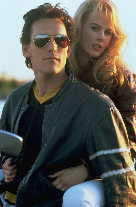 Suzanne Stone (Nicole Kidman, r.) und Larry (Matt Dillon, l.) sind ein glückliches Paar, bis Suzanne Karriere beim lokalen Fernsehsender macht ... - Bildquelle: Columbia Pictures