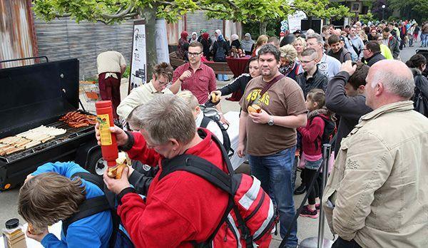 Würstchen für den guten Zweck - Bildquelle: kabel eins/ Ralf Jürgens