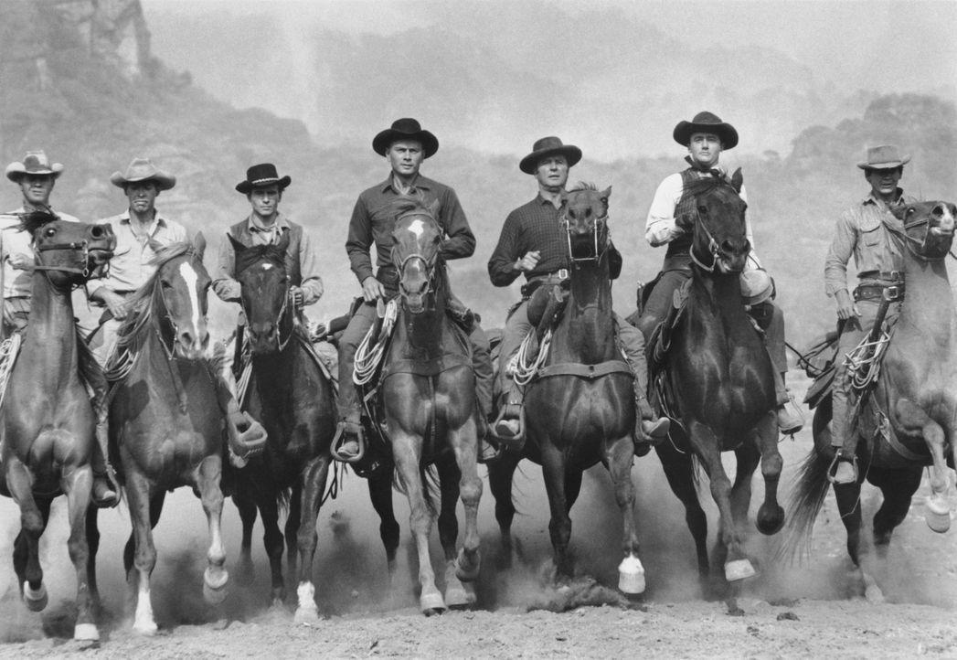 Weil sie regelmäßig von einer Bande Desperados überfallen werden, heuern die Bewohner eines mexikanischen Dorfes sieben Abenteurer als Schutztrup... - Bildquelle: 1960 METRO-GOLDWYN-MAYER STUDIOS INC. All Rights Reserved.