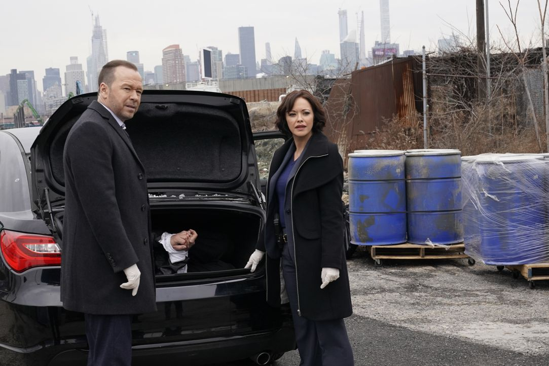 Danny Reagan (Donnie Wahlberg, l.); Det. Maria Baez (Marisa Ramirez, r.) - Bildquelle: John Paul Filo 2020 CBS Broadcasting Inc. All Rights Reserved. / John Paul Filo