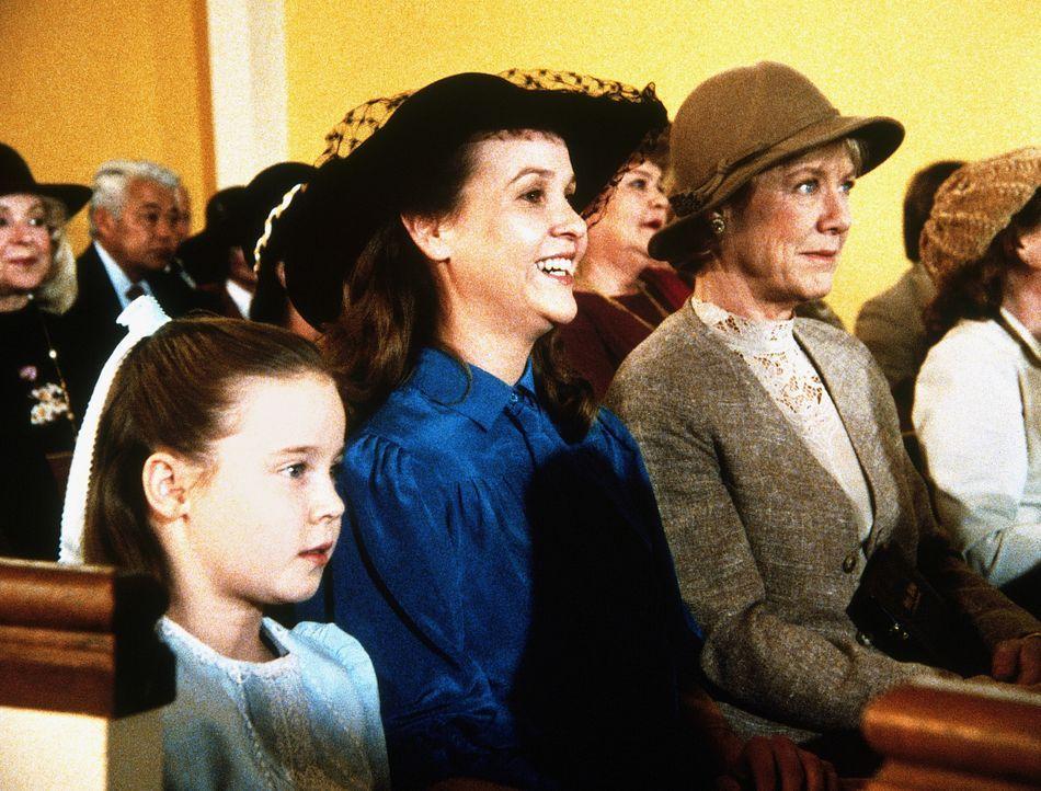 Marsha (Coleen Maloney, 2.v.l.), mit ihrer Tochter Amy (Natalie Gregory, l.), ist glücklich, daß sich ihr Vater mit ihr versöhnt hat. - Bildquelle: Worldvision Enterprises, Inc.