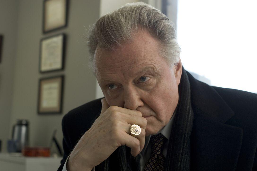 Chief Detective Francis Tierney Sr. (Jon Voight) erhält den Auftrag, das Massaker an den vier bei einem Routineeinsatz ermordeten Polizisten zu unte... - Bildquelle: 2008   Warner Brothers