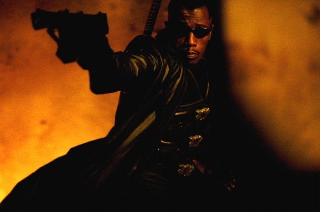 """Obwohl sich Blade (Wesley Snipes) zum Ziel gesetzt hat, allen Blutsaugern den Garaus zu machen, muss er sich dennoch eines Tages mit den """"Bloodpacks... - Bildquelle: New Line Cinema"""