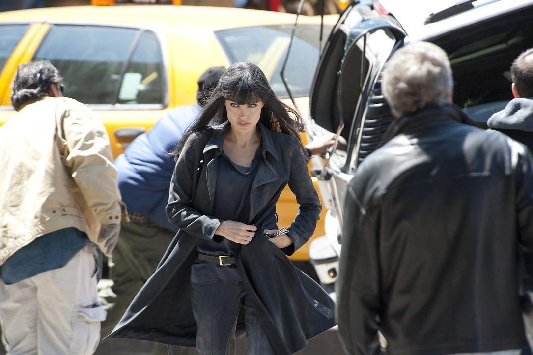 Als die CIA-Agentin Evelyn Salt (Angelina Jolie) von einem Überläufer beschuldigt wird, eine russische Schläferin zu sein, ahnt sie, dass das Leben... - Bildquelle: 2009 Columbia Pictures Industries, Inc.  All Rights Reserved.