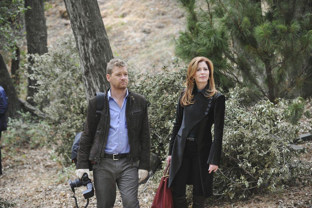 Bei einem Jagdausflug mit ihrer Familie kommt Julie Loeb ums Leben. Megan Hunt (Dana Delany, r.) und Peter Dunlop (Nicholas Bishop, l.) glauben nich... - Bildquelle: ABC Studios