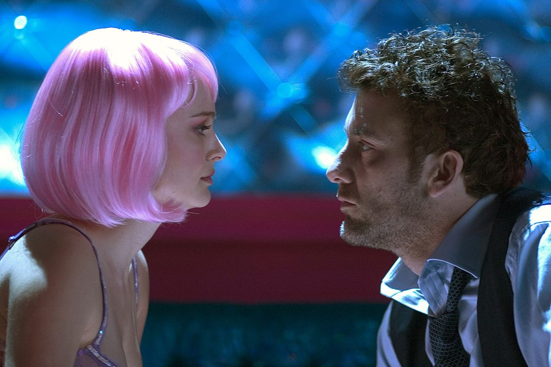 Das Karussell der Liebe dreht sich weiter: Larry (Clive Owen, r.) und Alice (Natalie Portman, l.) ... - Bildquelle: Sony Pictures Television International. All Rights Reserved.